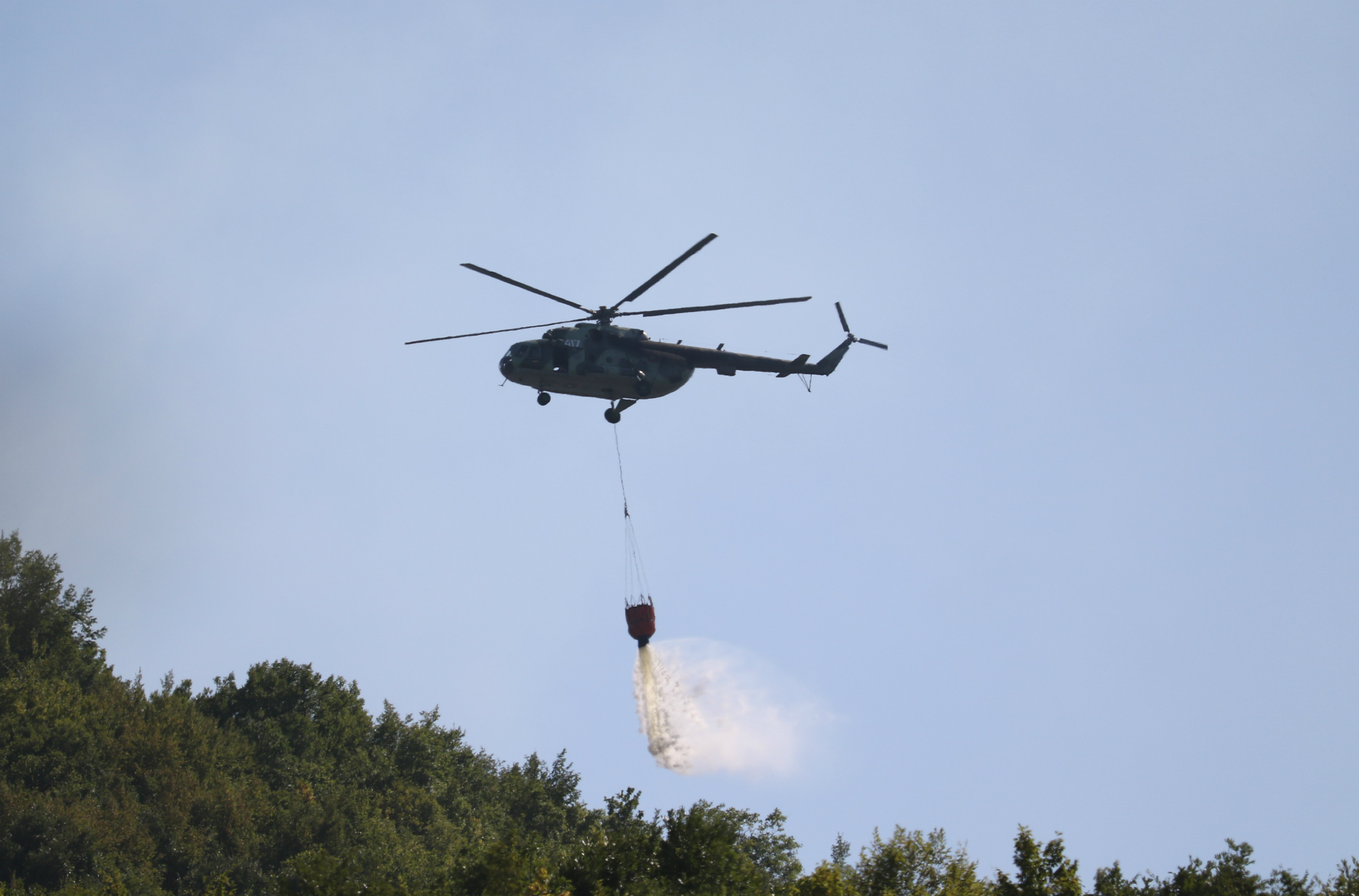 Bulgarian AF Mi-17 identification number 417 during fire-fightin operations in the village of Osincani on 5 Aug 2017 (photo Igor Bozinovski).jpg